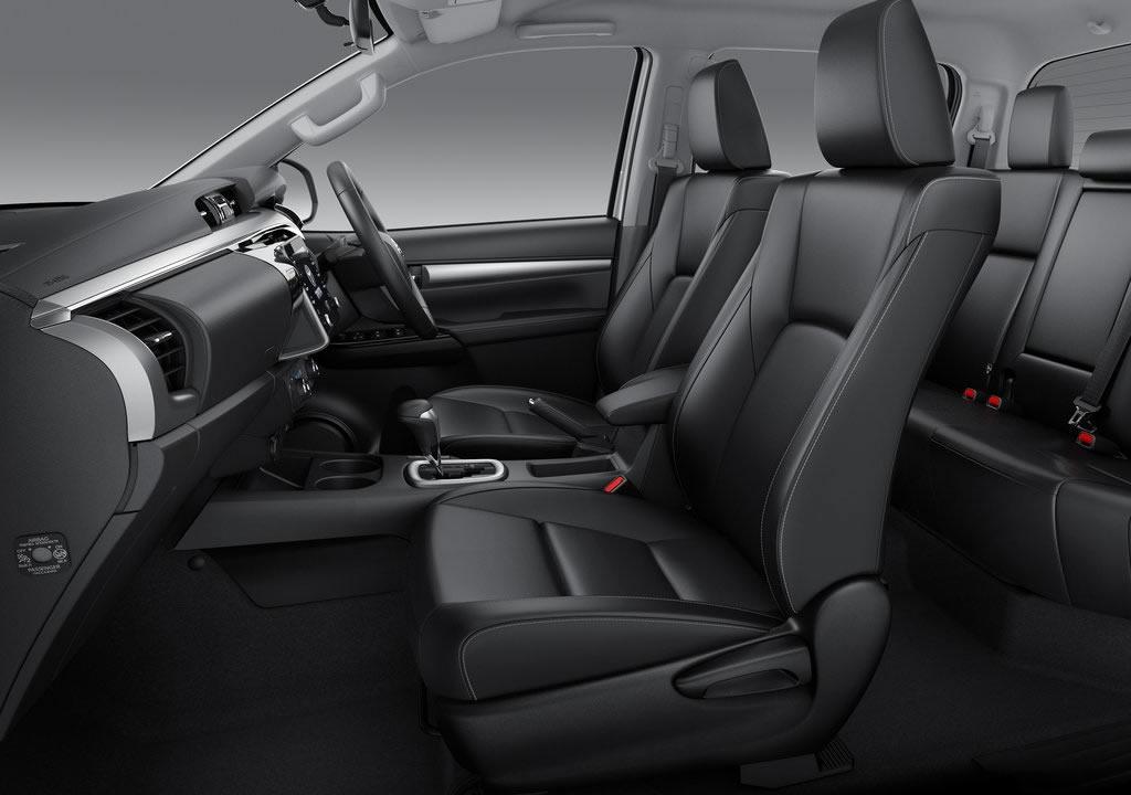 Makyajlı 2021 Toyota Hilux İçi