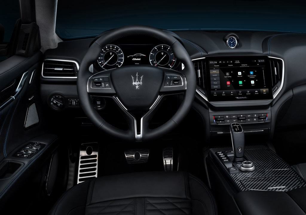 2021 Yeni Maserati Ghibli Hybrid Kokpiti