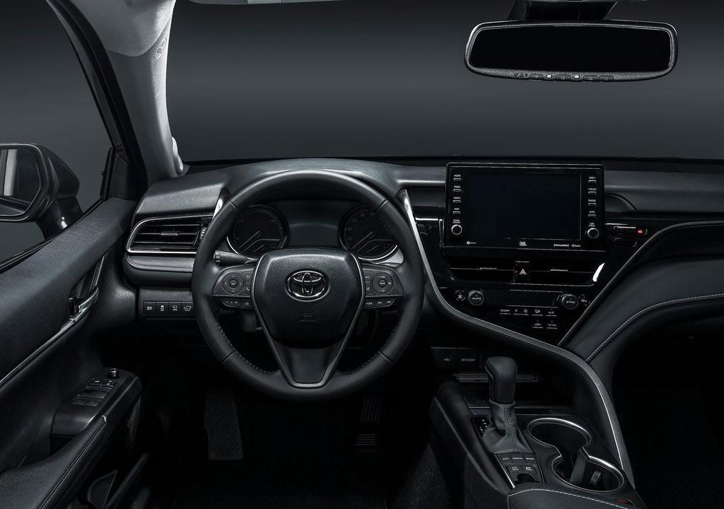 2021 Yeni Toyota Camry Kokpiti