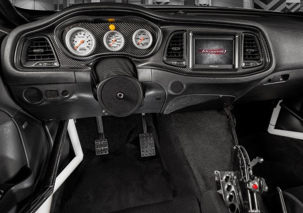 2021 Dodge Challenger Mopar Drag Pak İçi