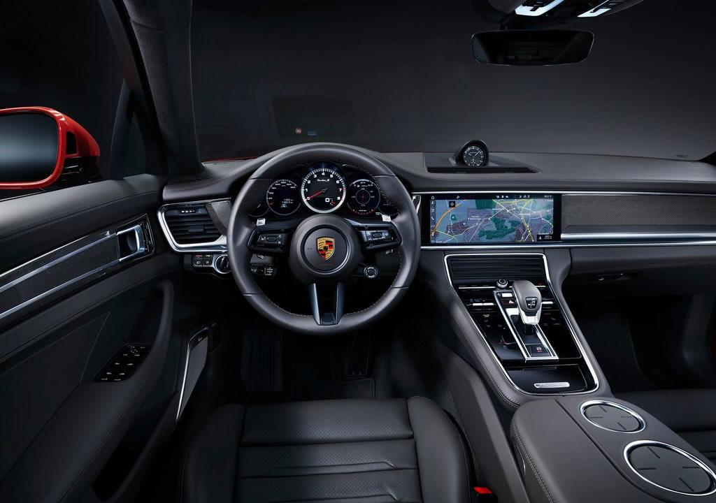 2021 Porsche Panamera Turbo S Kokpiti