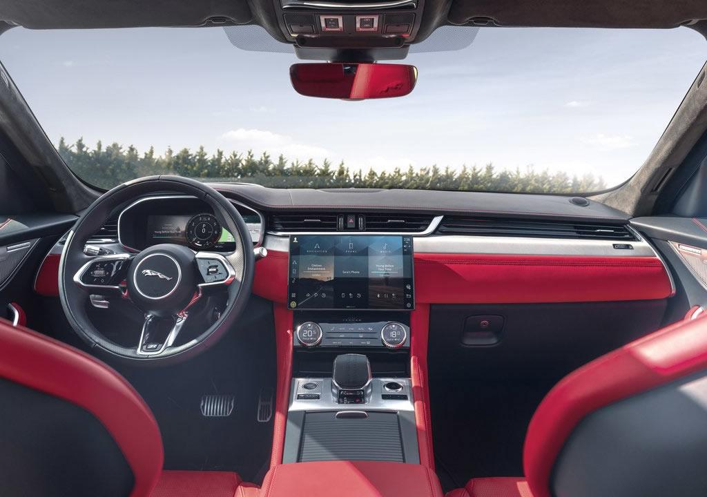 Makyajlı 2021 Jaguar F-Pace Kokpiti