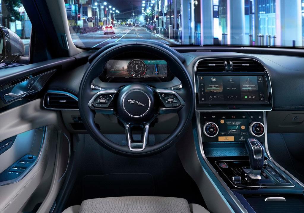 Makyajlı 2021 Jaguar XE Kokpiti