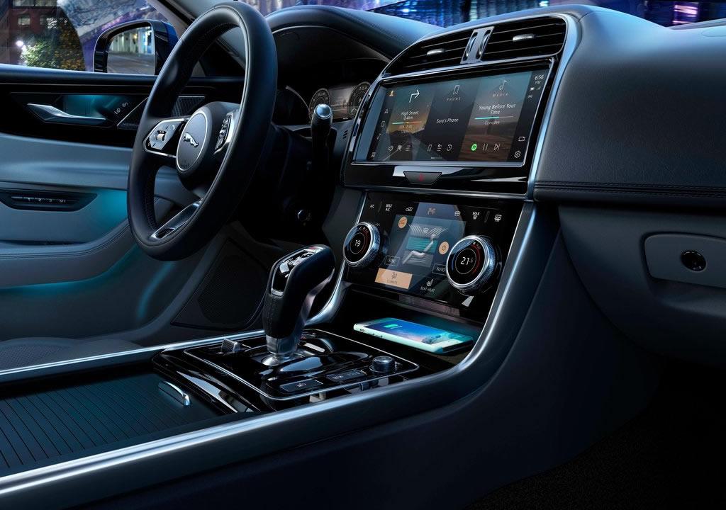 Makyajlı 2021 Jaguar XE İçi