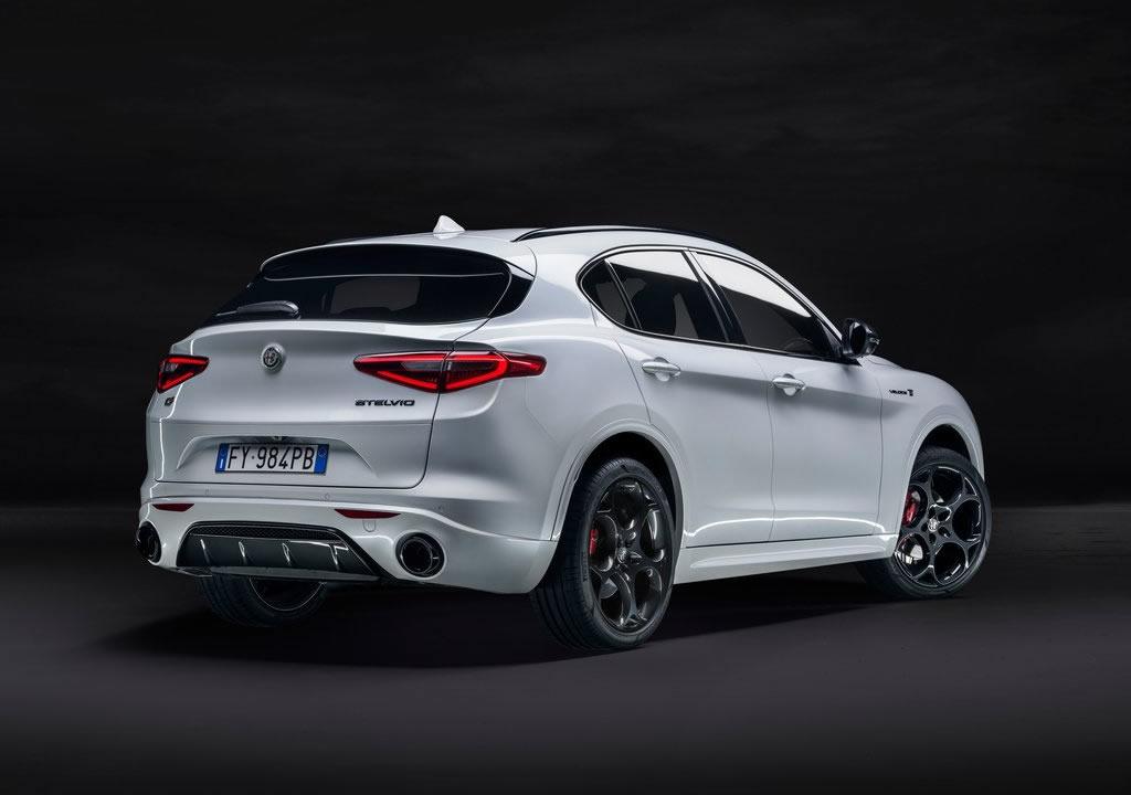2021 Alfa Romeo Stelvio Veloce Ti Fotoğrafları