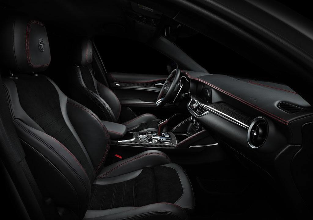 2021 Alfa Romeo Stelvio Veloce Ti İçi
