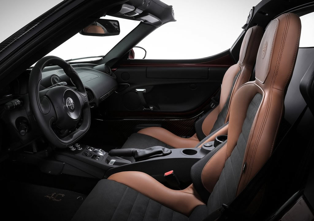 2021 Yeni Alfa Romeo 4C Spider 33 Stradale Tributo Fotoğrafları