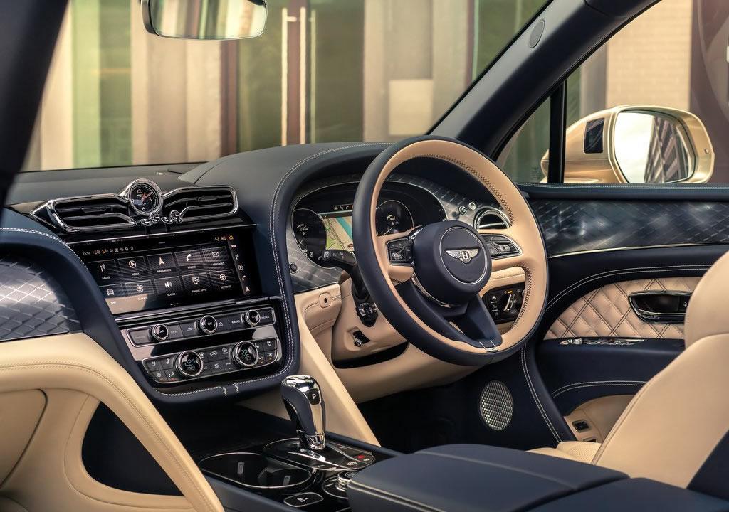 2021 Yeni Bentley Bentayga Hybrid Kokpiti