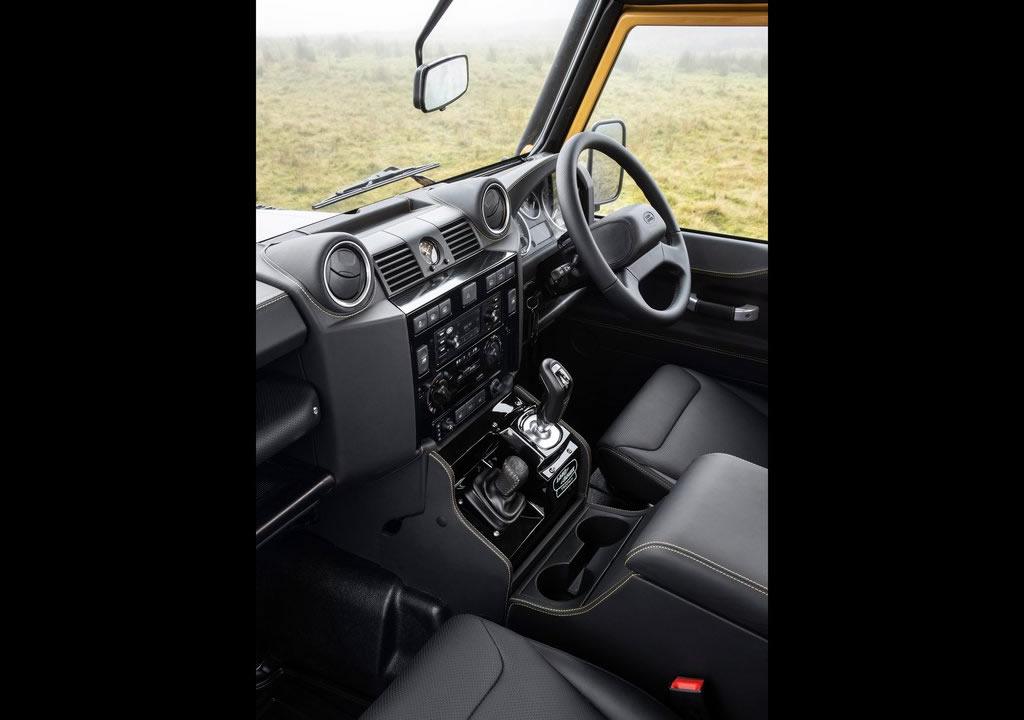 2021 Land Rover Defender Works V8 Trophy Kokpiti