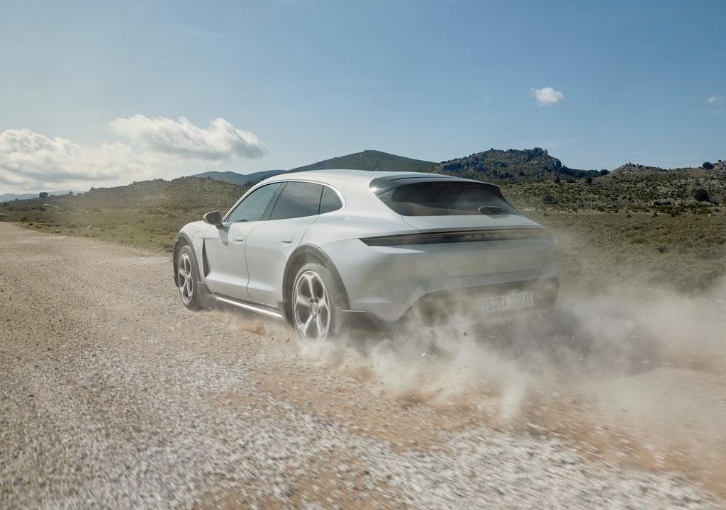 2022 Porsche Taycan 4S Cross Turismo Fotoğrafları