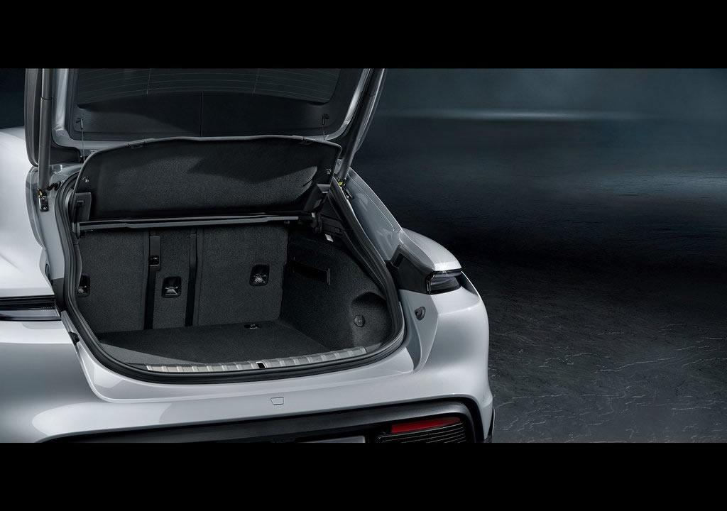 2022 Porsche Taycan 4S Cross Turismo Bagajı