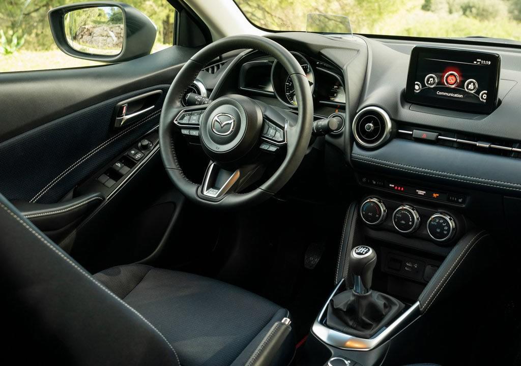 2021 Yeni Mazda 2 Kokpiti