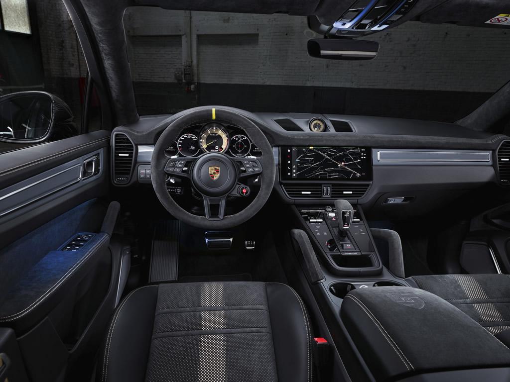 2022 Porsche Cayenne Turbo GT Kokpiti