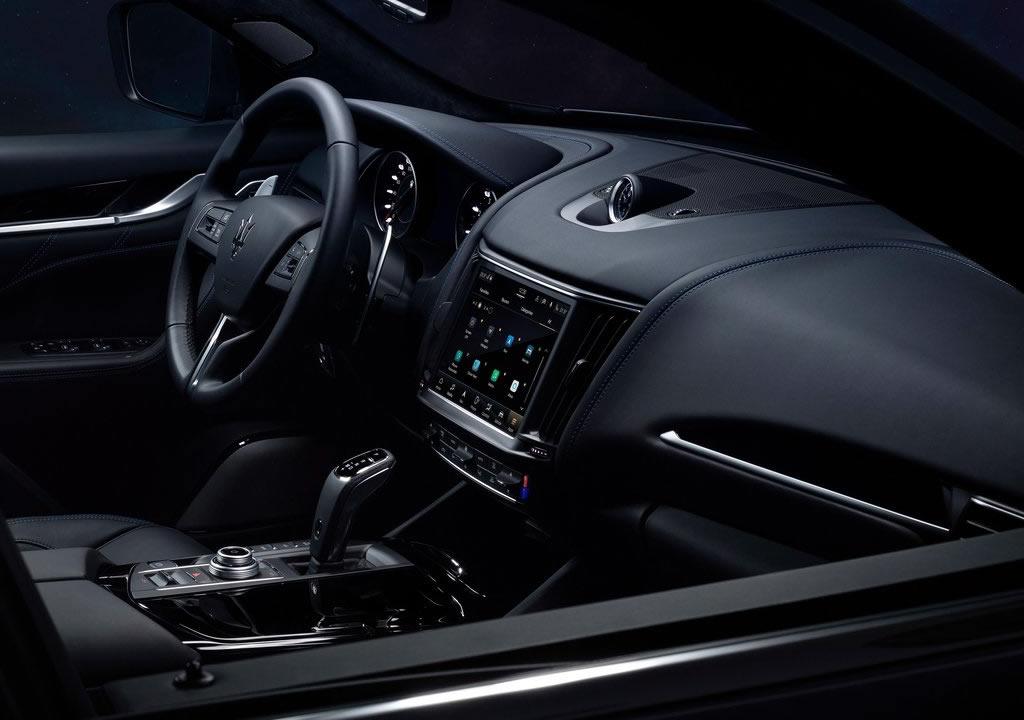 2022 Yeni Maserati Levante Hybrid Kokpiti