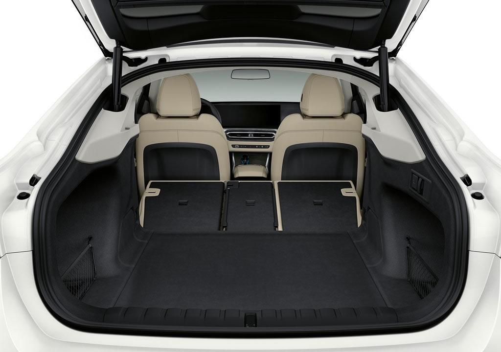 BMW i4 Bagajı