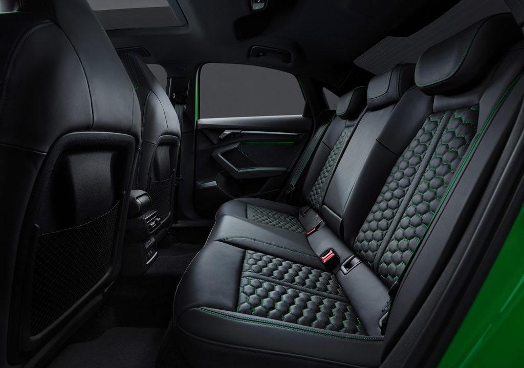 2022 Yeni Kasa Audi RS3 Sedan Diz Mesafesi