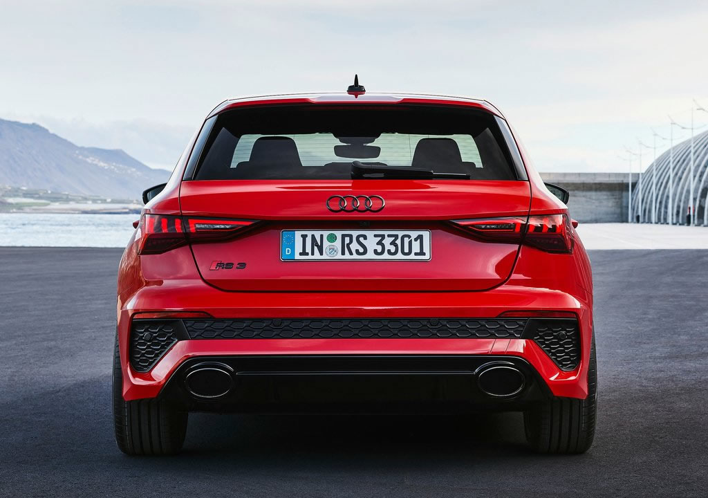 2022 Yeni Kasa Audi RS3 Fotoğrafları