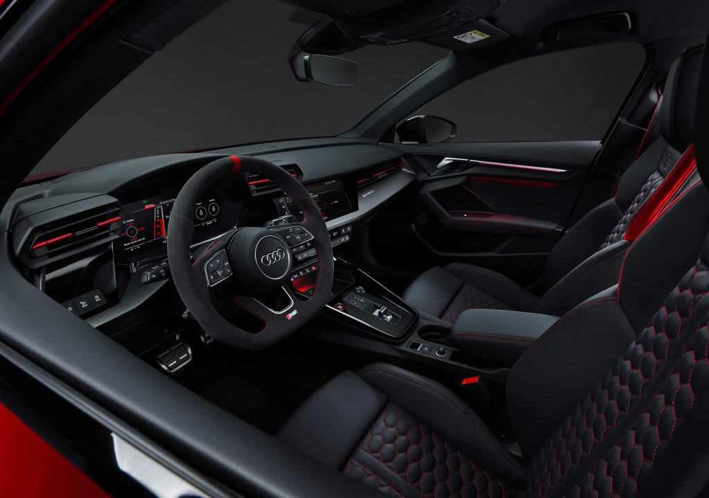 2022 Yeni Kasa Audi RS3 İçi