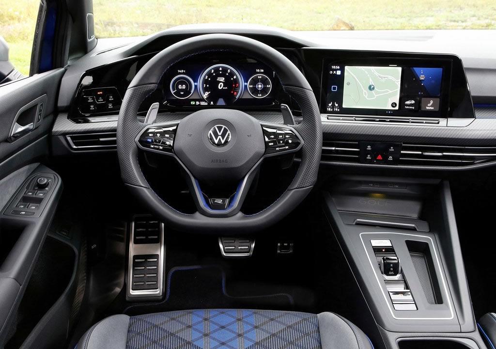 2022 Yeni Volkswagen Golf R Estate Kokpiti