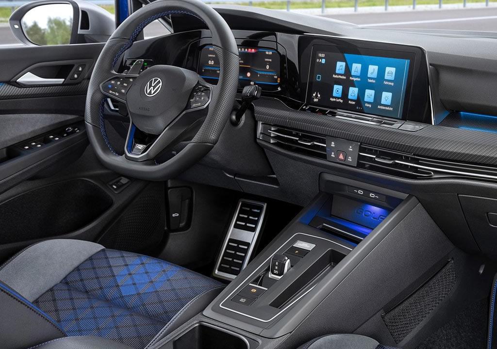 2022 Yeni Volkswagen Golf R Estate İçi